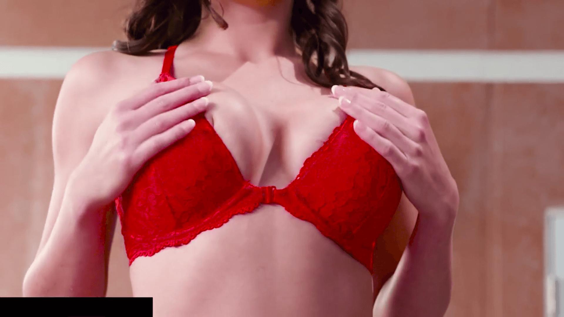 Пара на эротическом массаже
